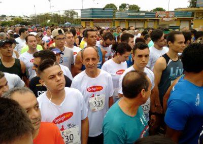 foto02-O-campeão-Paulo-Marques-número-335-na-categoria-60-a-64-anos-se-prepara-para-a-largada-31dez17-TeTê-Viviani